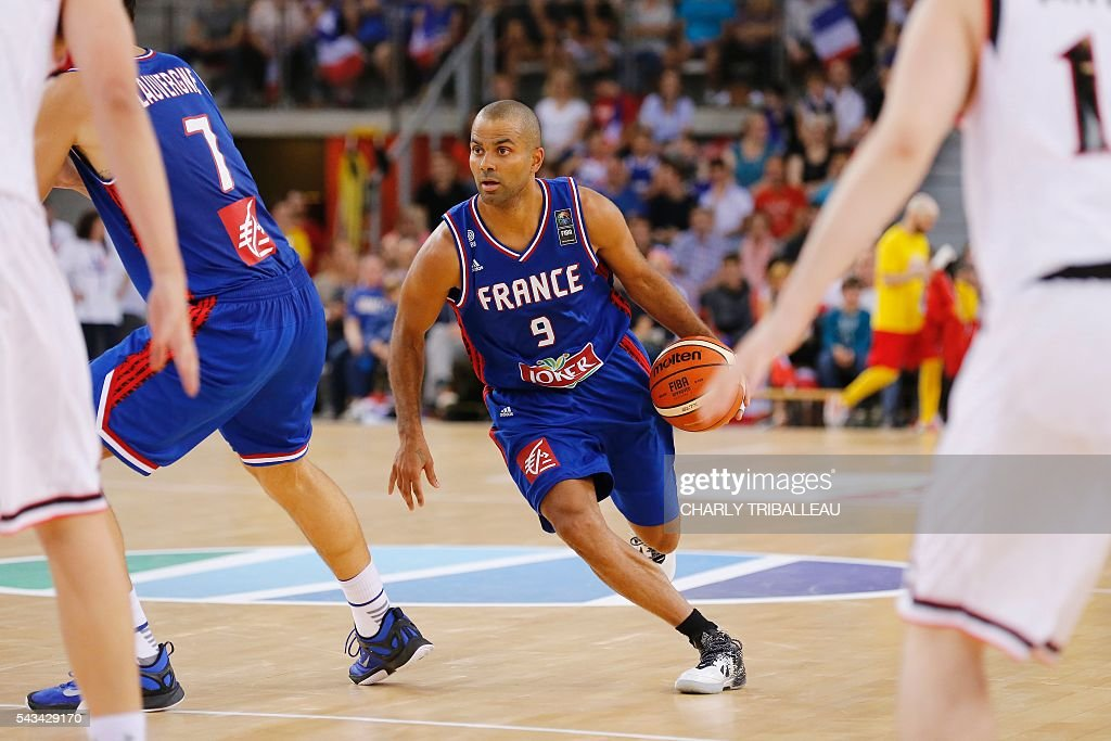 France's point guard Tony Parker runs with the ball during the basketball match between France and Japan at the Kindarena hall in Rouen on June 28, 2016. / AFP / CHARLY