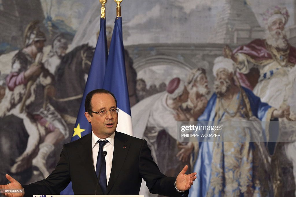 France's president Francois Hollande addresses representatives of France's Chinese community associations on February 18, 2013 at the Elysee Presidential Palace in Paris, to mark the Chinese Lunar New Year. AFP PHOTO / POOL / PHILIPPE WOJAZER