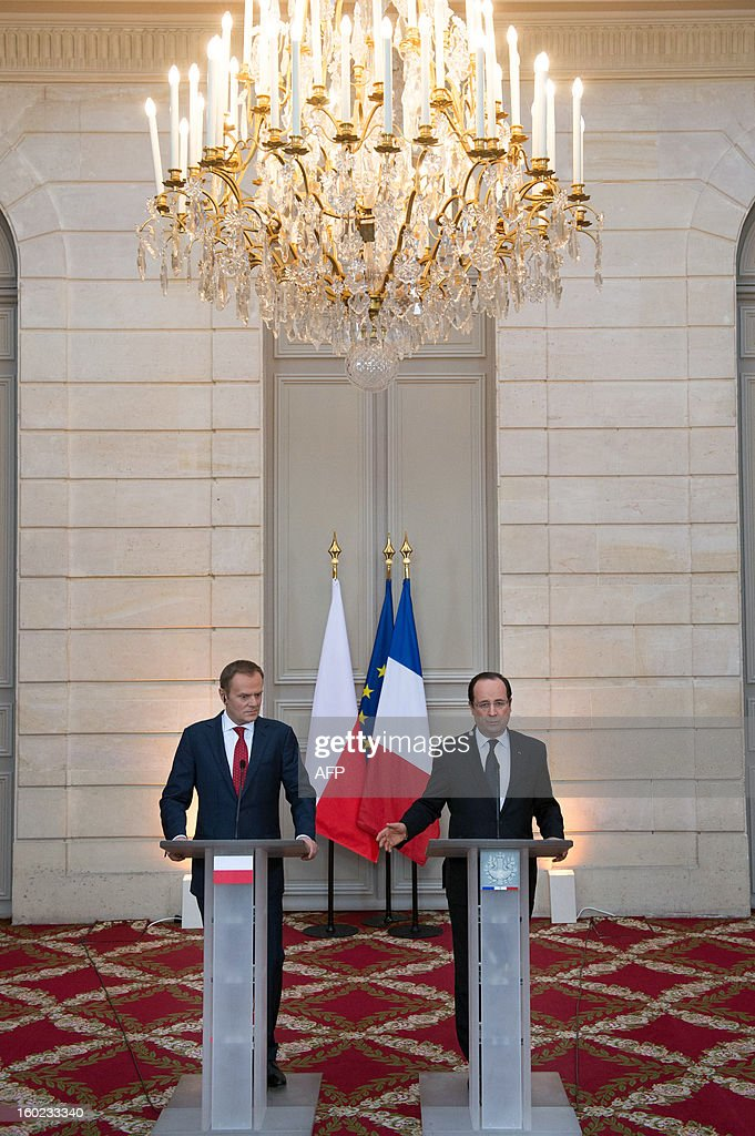 France's President Francois Hollande (R) and Polish Prime Minister Donald Tusk take part in a press conference at the Elysee presidential palace in Paris on January 28, 2013.