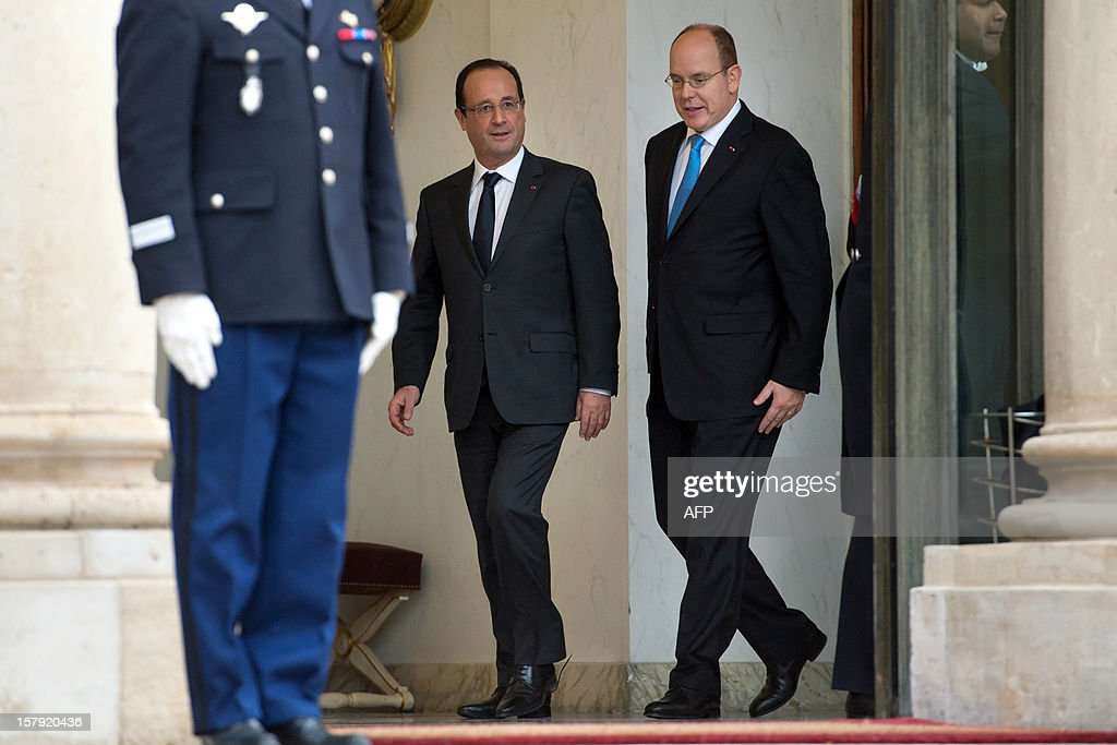 France's President Francois Hollande (L) and Prince Albert II of Monaco leave after a lunch at the Elysee presidential palace in Paris on December 7, 2012.