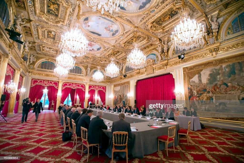 France's President Francois Hollande attends a meeting with Heads of urban communities and mayors of French big cities at the Elysee Palace on October 30, 2012.