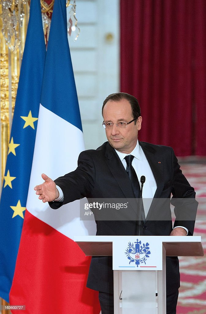 France's President Francois Hollande delivers a speech after European aerospace giant Airbus and Lion Air comapny have signed a contract on March 18, 2013 during a ceremony at the Elysee presidential palace in Paris. Airbus announced a record order worth 18.4 billion euros ($ 23.8 billion) from Indonesia's Lion Air for 234 medium-haul A320 jets. Lion Air, Indonesia's largest private carrier and one of the world's fastest growing airlines, is a new client for Airbus as it has previously been equipped almost exclusively by US rival Boeing. AFP PHOTO / BERTRAND LANGLOIS