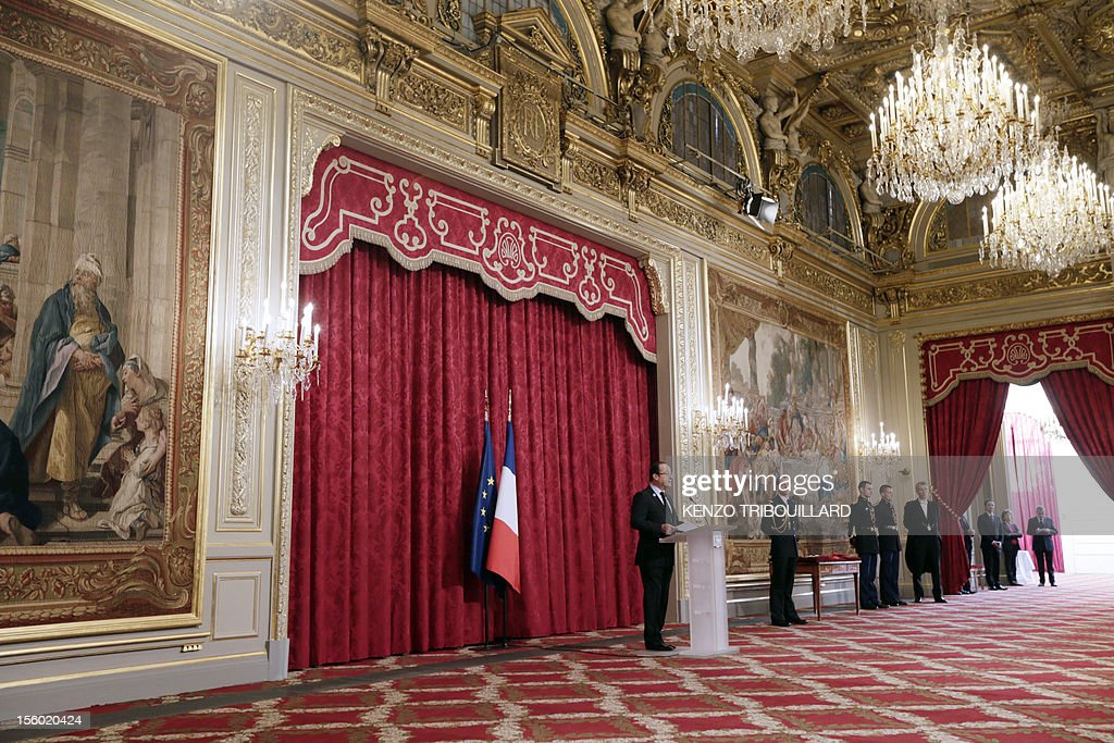 France's President Francois Hollande delivers a speech during an award ceremony at the Elysee presidential palace on November 11, 2012 in Paris.
