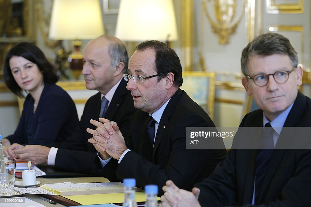 France's President Francois Hollande (C), Education Minister Vincent Peillon (2ndR), Foreign Minister Laurent Fabius (2ndL), Labour, Employment and Social Dialogue Minister Michel Sapin (R) and Housing and Equality of Territories Minister Cecile Duflot (L) attend a government seminar on youth at the Elysee Palace in Paris, on January 23, 2013. AFP PHOTO POOL / Christian Hartmann