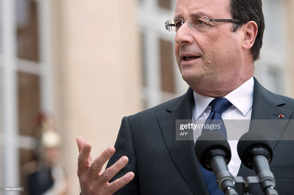 France's President Francois Hollande speaks to journalists following a meeting with Niger's President after a meeting at the Elysee presidential palace in Paris on May 10, 2013. AFP PHOTO / BERTRAND LANGLOIS