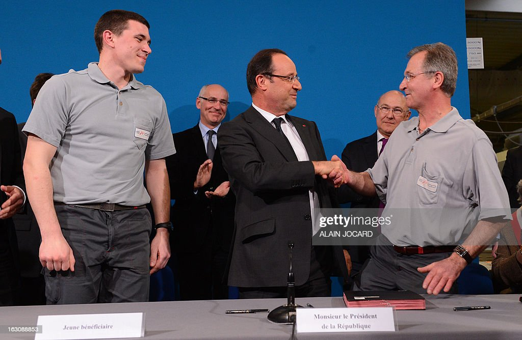 France's President Francois Hollande (C) takes part in a ceremony to sign new apprentice contracts in Blois, on March 4, 2013. POOL