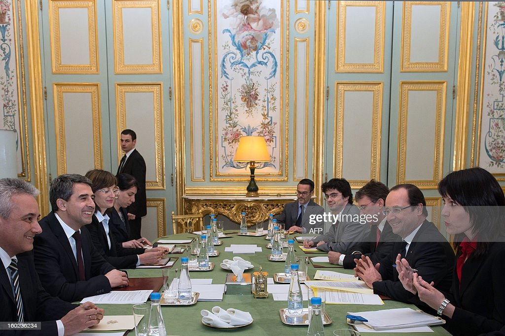 France's President Francois Hollande (2ndR) takes part in a meeting with Bulgaria's President Rosen Plevneliev (2ndL) at the Elysee presidential palace in Paris on January 28, 2013. POOL