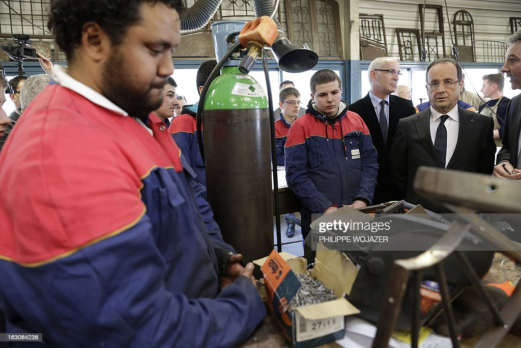 France's President Francois Hollande (R) visits an apprentice training centre in Blois, on March 4, 2013. POOL