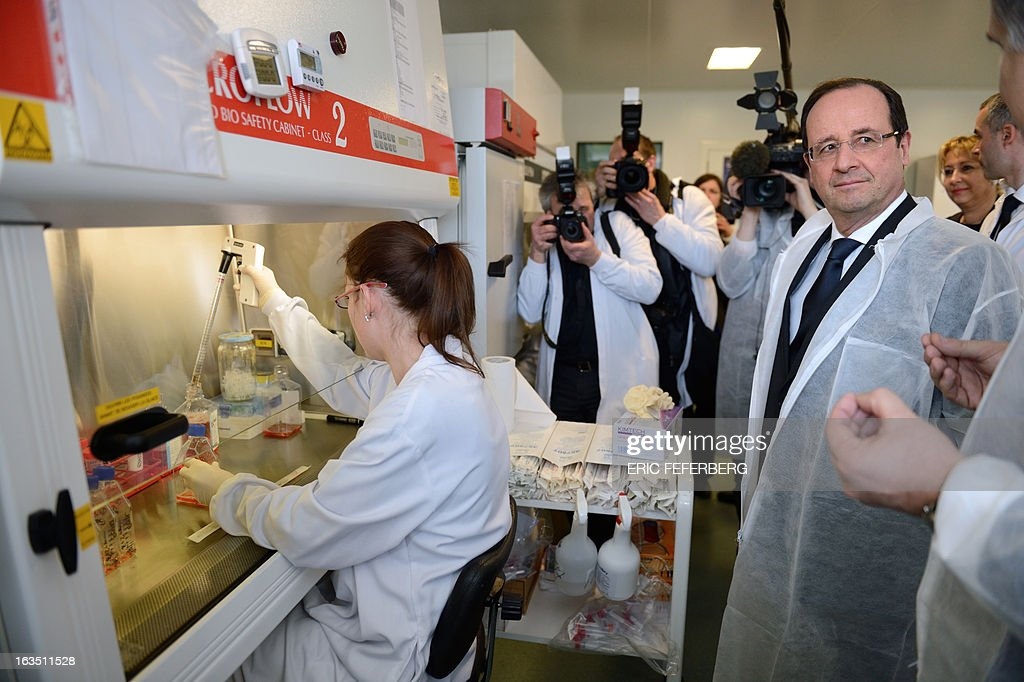 France's President Francois Hollande (R) visits 'Onco Design', a bio technologic company, on March 11, 2013 in Dijon, as part of a two-day visit in the Burgundy region. POOL