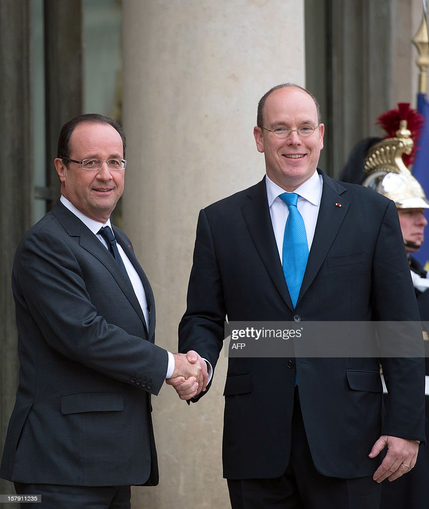 France's President Francois Hollande (L) welcomes Prince Albert II of Monaco before their lunch at the Elysee presidential palace in Paris on December 7, 2012.