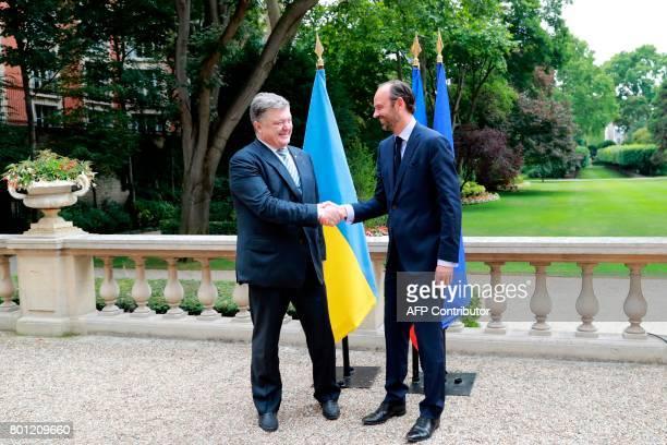 France's prime minister Edouard Philippe shakes hands with Ukraine's president Petro Poroshenko on June 26 2017 at the Hotel Matignon in Paris...