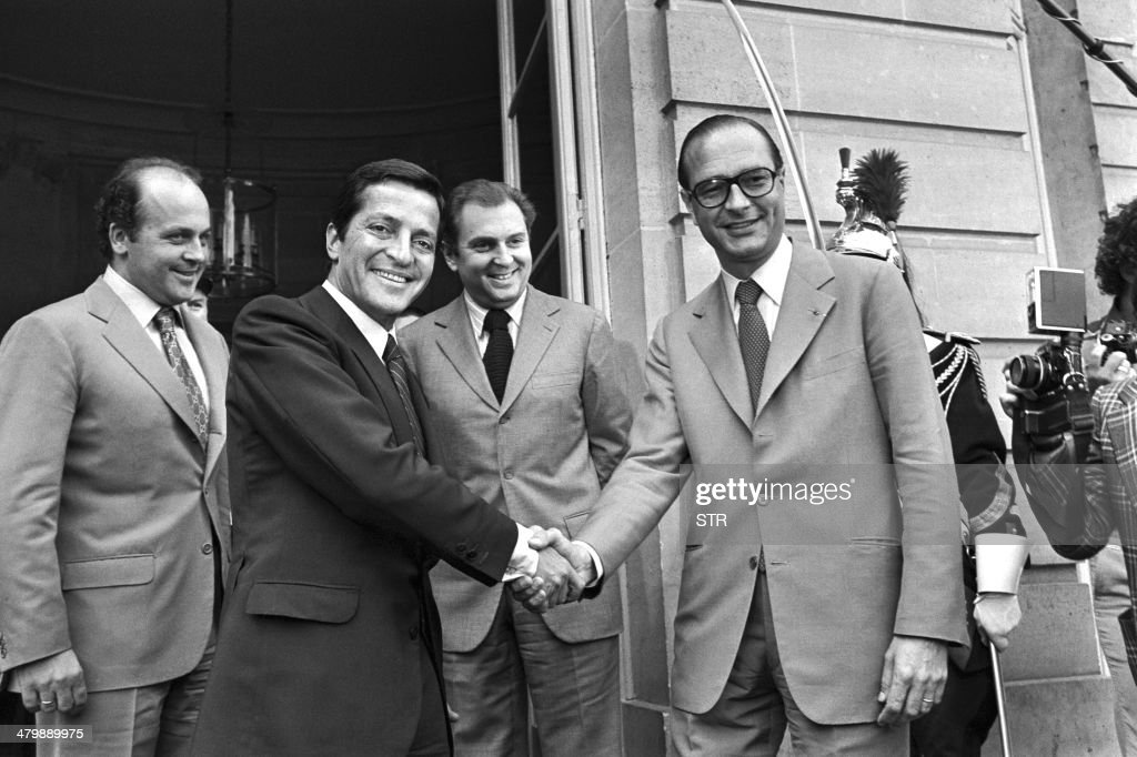 France's Prime Minister Jacques Chirac (R) welcomes Spain's Prime Minister Adolfo Suarez (L) at the Hotel Matignon on July 13, 1976. The former prime minister who led post-Franco Spain to democracy, 81-year-old Adolfo Suarez, is gravely ill in a Madrid hospital and may not survive the weekend, his son said March 21, 2014. Suarez, Spain's first prime minister after the death of General Francisco Franco in 1975, has suffered from Alzheimer's for the past decade.
