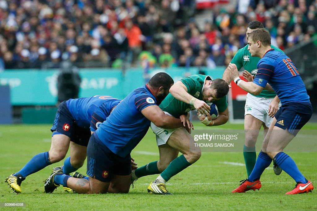 France's prop Uini Atonio (L) tackles Ireland's fullback Robbie Henshaw during the Six Nations international rugby union match between France and Ireland at the Stade de France Stadium in Saint-Denis, north of Paris, on February 13, 2016. AFP PHOTO / THOMAS SAMSON / AFP / THOMAS SAMSON
