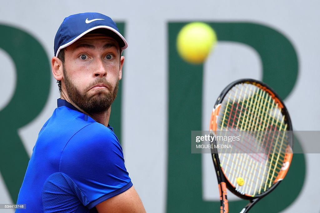 France's Quentin Halys returns the ball to Uruguay's Pablo Cuevas during their men's second round match at the Roland Garros 2016 French Tennis Open in Paris on May 26, 2016. / AFP / MIGUEL