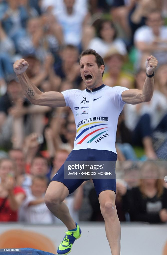 France's Renaud Lavillenie celebrates after competing in the pole at 5,95m during the men's Pole Vault Final at the French Athletics Elite championships on June 26, 2016 at the Lac de Maine stadium in Angers, western France. / AFP / JEAN