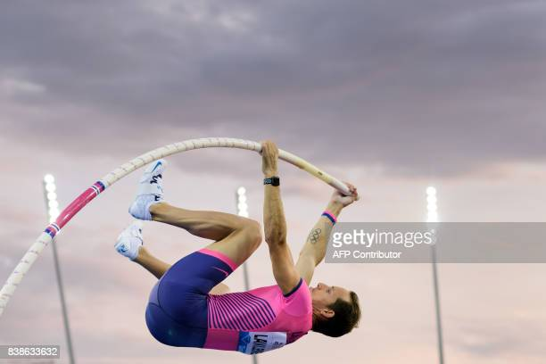 France's Renaud Lavillenie competes in the men's pole vault during the IAAF Diamond League Athletics Weltklasse meeting in Zurich on August 24 2017 /...