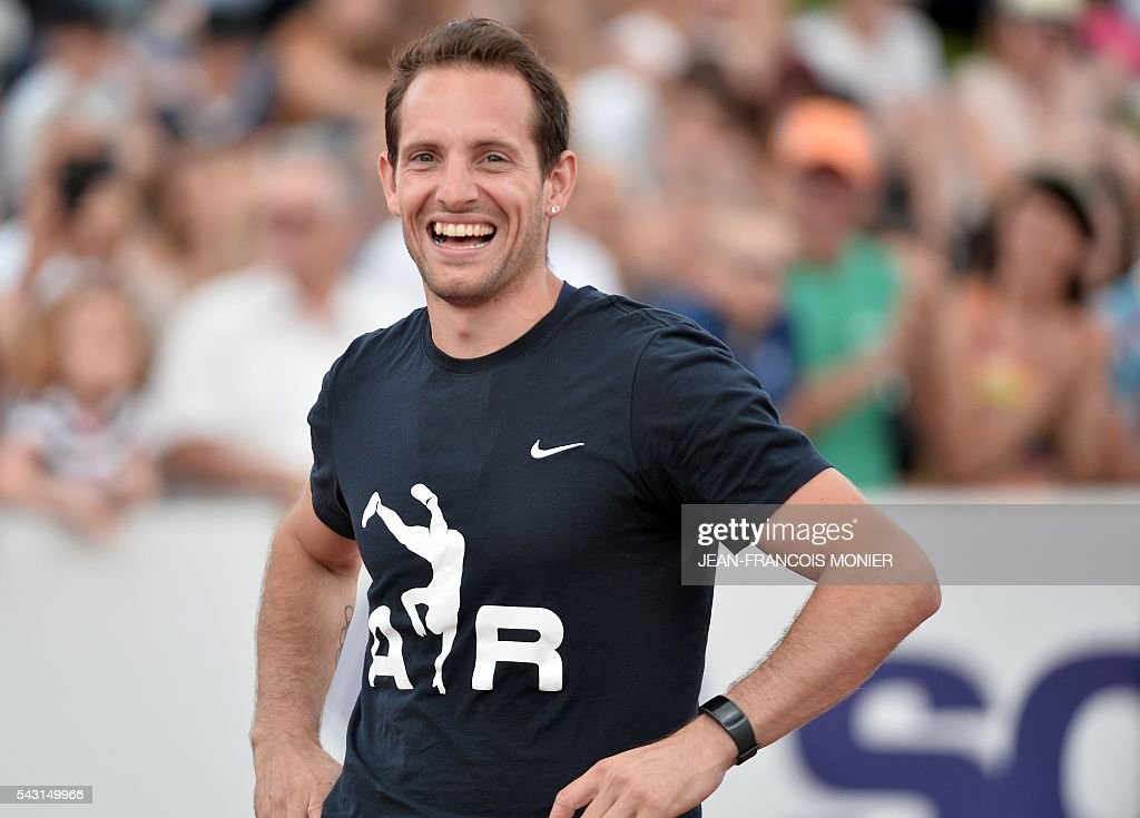 France's Renaud Lavillenie smiles after he clocked the best performance of the year at the pole via a bar at 5,95m, during the men's Pole Vault Final at the French Athletics Elite championships on June 26, 2016 at the Lac de Maine stadium in Angers, western France. / AFP / JEAN