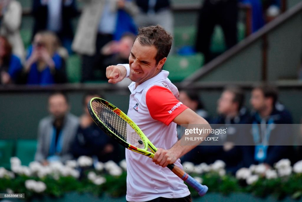 France's Richard Gasquet celebrates after winning his men's fourth round match against Japan's Kei Nishikori at the Roland Garros 2016 French Tennis Open in Paris on May 29, 2016. / AFP / PHILIPPE