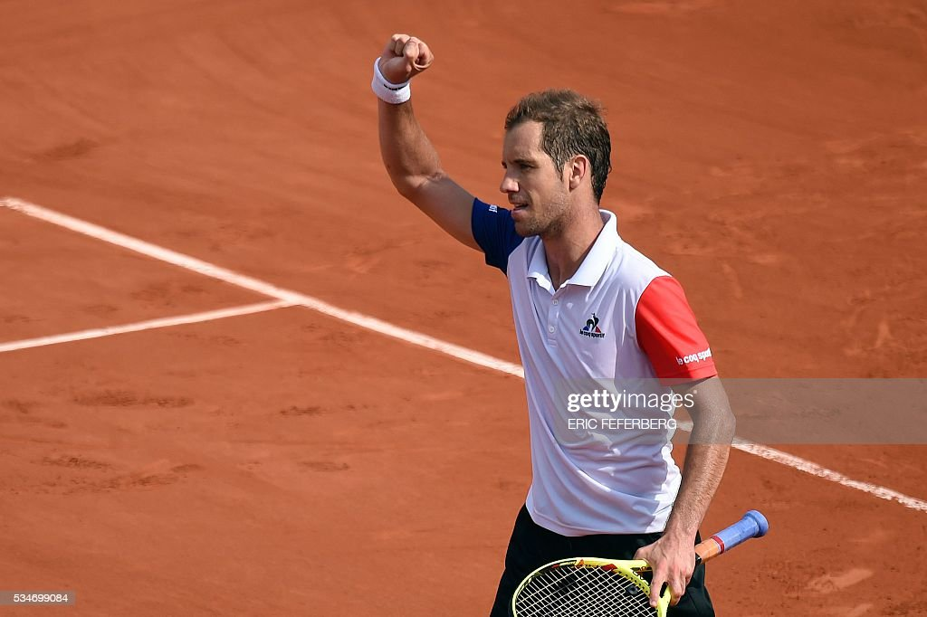 France's Richard Gasquet celebrates after winning his men's third round match against Australia's Nick Kyrgios at the Roland Garros 2016 French Tennis Open in Paris on May 27, 2016. / AFP / Eric FEFERBERG