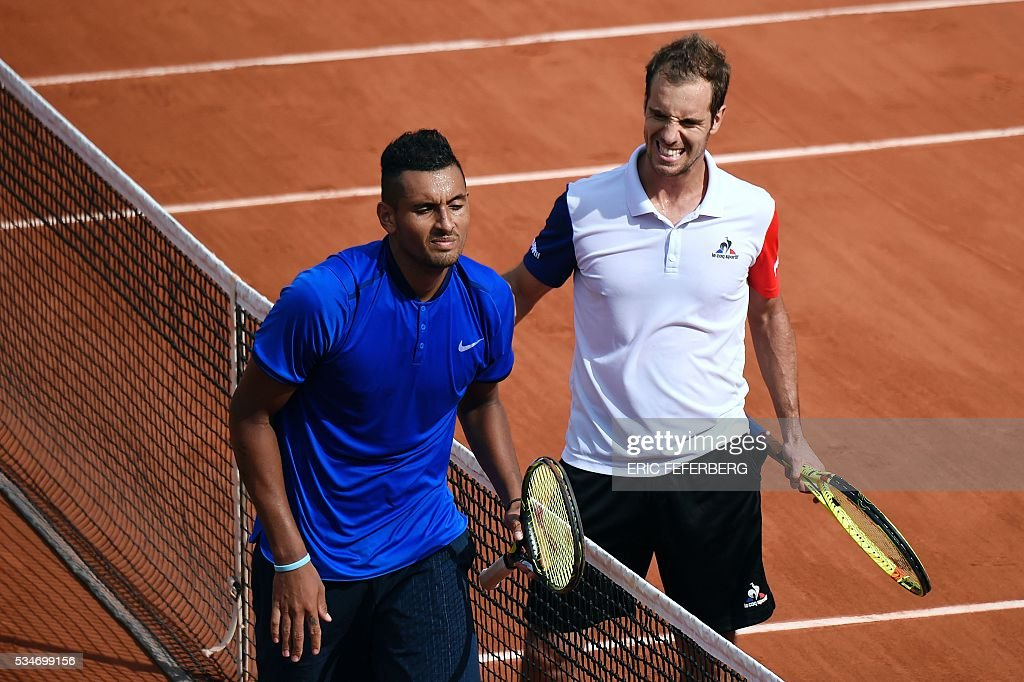 France's Richard Gasquet (R) celebrates after winning his men's third round match against Australia's Nick Kyrgios at the Roland Garros 2016 French Tennis Open in Paris on May 27, 2016. / AFP / Eric FEFERBERG