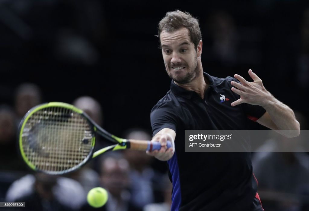 France's Richard Gasquet returns the ball to Bulgaria's Grigor Dimitrov during their second round match at the ATP World Tour Masters 1000 indoor tennis tournament on November 1, 2017 in Paris. / AFP PHOTO / Thomas SAMSON