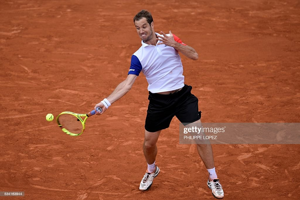 France's Richard Gasquet returns the ball to US player Bjorn Fratangelo after their men's second round match against at the Roland Garros 2016 French Tennis Open in Paris on May 25, 2016. / AFP / PHILIPPE