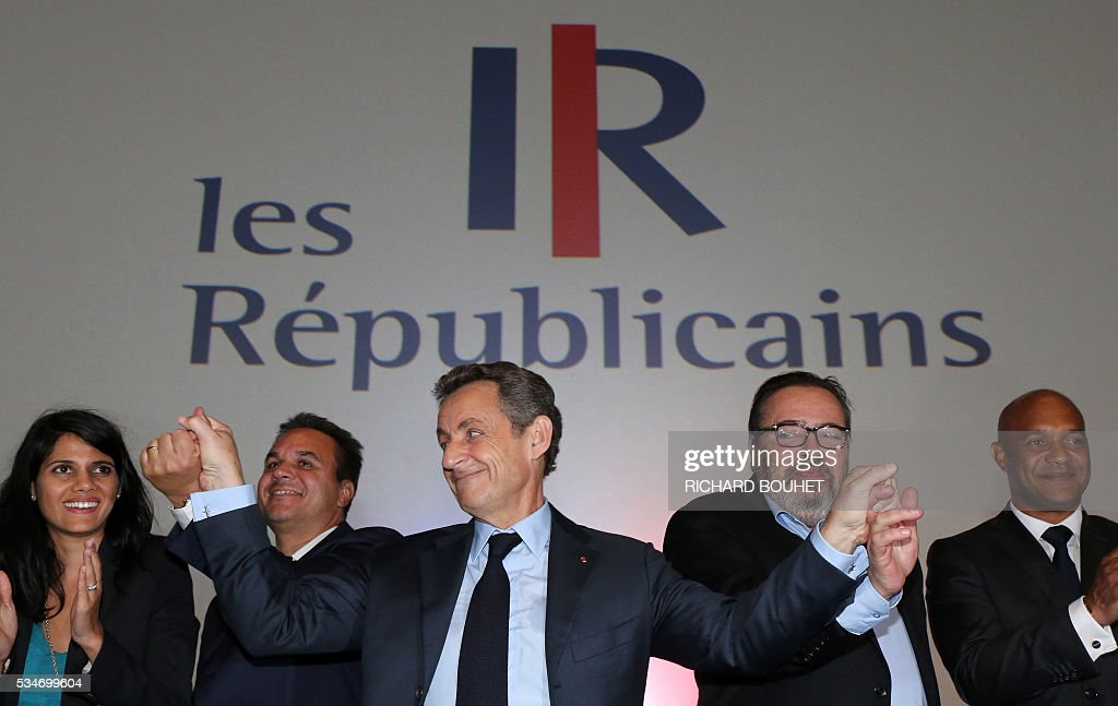 France's right-wing Les Republicains (LR) party president Nicolas Sarkozy (C) takes part in a meeting with local heads of the party, on May 27, 2016 in Saint-Paul, on the French Indian ocean island of La Reunion. / AFP / RICHARD
