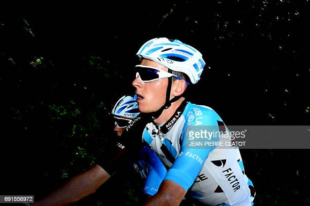 France's Romain Bardet practices on the road of this year's Tour de France 9th stage on June 2 2017 near Chambery / AFP PHOTO / JEANPIERRE CLATOT