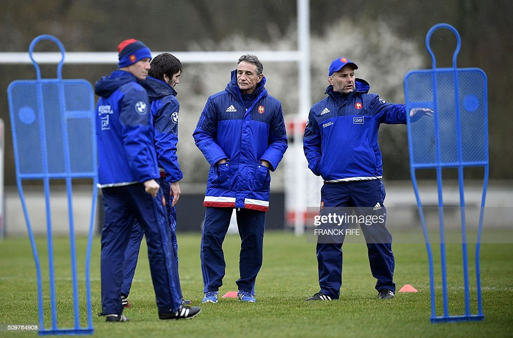France's rugby union national team assistant coach Jean Frederic Dubois (2ndL), head coach Guy Noves (C) and assistant coach Yannick Bru (R) during a training session in Marcoussis, south of Paris, on February 12, 2016 on the eve of their Rugby Union 6 Nations match against Ireland. / AFP / FRANCK FIFE
