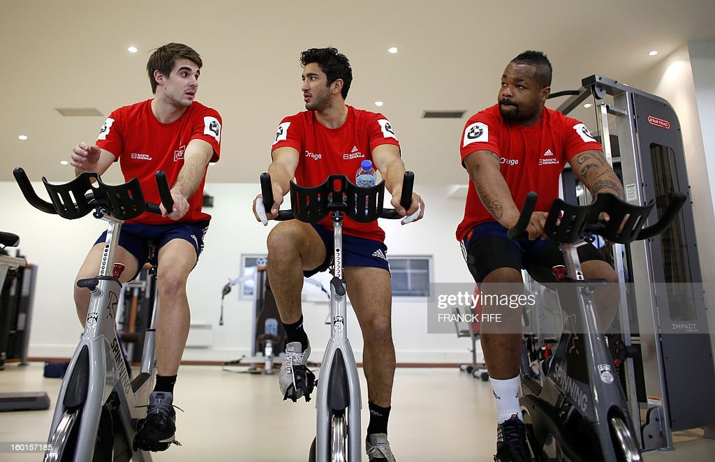 France's rugby union national team full back Hugo Bonneval, centre Maxime Mermoz and centre Mathieu Bastareaud take part in an indoor training session, on January 27, 2013 in Marcoussis, south of Paris, as part of the preparation of the Six Nations rugby tournament. France will play Italy in their 2013 six nations' rugby match on February 3, 2013. AFP PHOTO / FRANCK FIFE