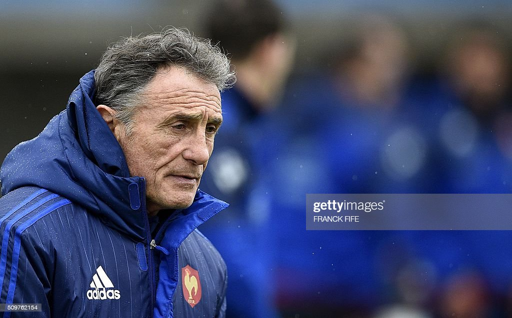 France's rugby union national team head coach Guy Noves attends a training session in Marcoussis, south of Paris on February 12, 2016 on the eve of their Rugby Union 6 Nations match against Ireland. / AFP / FRANCK FIFE
