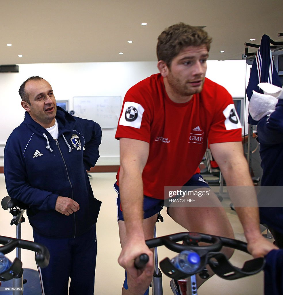 France's rugby union national team head coach Philippe Saint-Andre (L) speaks with captain Pascal Pape during an indoor training session, on January 27, 2013 in Marcoussis, south of Paris, as part of the preparation of the Six Nations rugby tournament. France will play Italy in their 2013 six nations' rugby match on February 3, 2013. AFP PHOTO / FRANCK FIFE