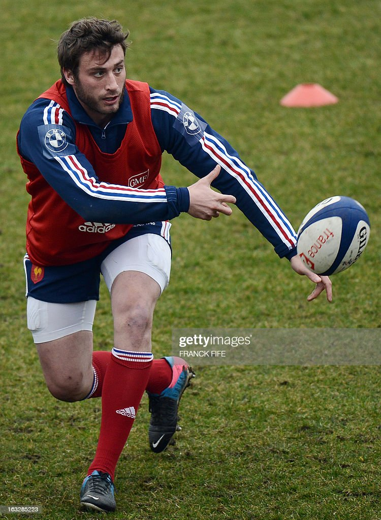 France's rugby union national team left wing Maxime Medard passes the ball during a training session on March 7, 2013 in Marcoussis, south of Paris, as part of the preparation for the Six Nations rugby union tournament. France will play Ireland in their 2013 Six nations rugby match on March 23, 2013 in Lansdowne Road. AFP PHOTO / FRANCK FIFE