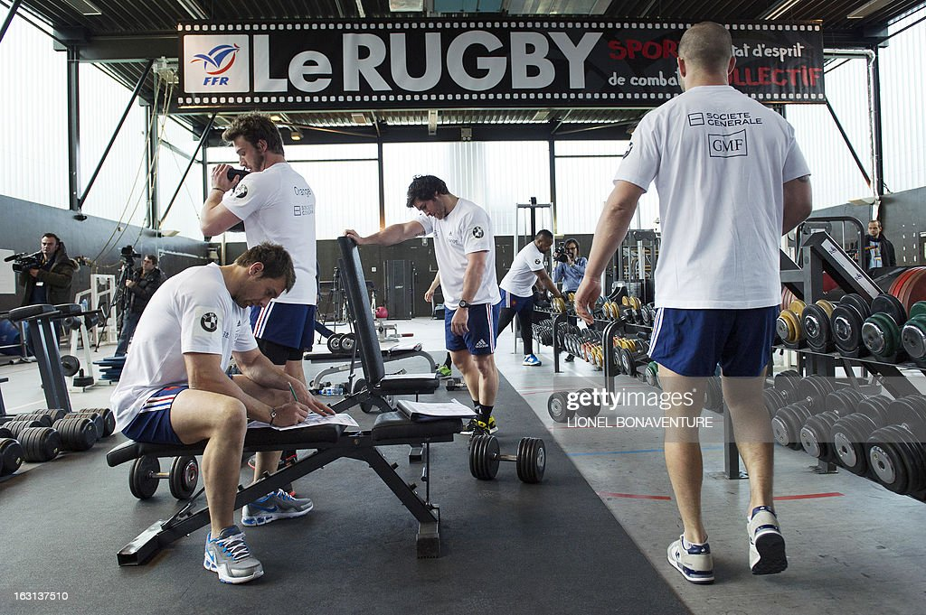 France's rugby union national team players attend an indoor training session on March 5, 2013 in Marcoussis, south of Paris, as part of the preparation for the Six Nations rugby union tournament. France will play Ireland in their 2013 Six nations rugby match on March 09, 2013.