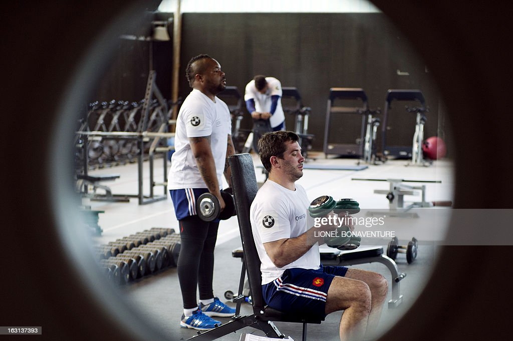 France's rugby union national team players Mathieu Bastareaud (l) and Florian Fritz (r) work out during an indoor training session on March 5, 2013 in Marcoussis, south of Paris, as part of the preparation for the Six Nations rugby union tournament. France will play Ireland in their 2013 Six nations rugby match on March 9, 2013.