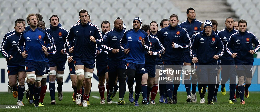 France's rugby union national team players run during a training session, on March 15, 2013 at the Stade de France in Saint-Denis, north of Paris, on the eve of the rugby union 6 Nations tournament match against Scotland. AFP PHOTO / FRANCK FIFE