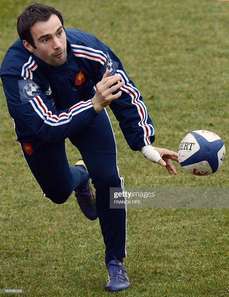 France's rugby union national team scrum half Morgan Parra passes a ball during a training session on March 7, 2013 in Marcoussis, south of Paris, ahead of a 2013 Six Nations tournament match against Ireland on March 23 at Lansdowne Road. AFP PHOTO / FRANCK FIFE