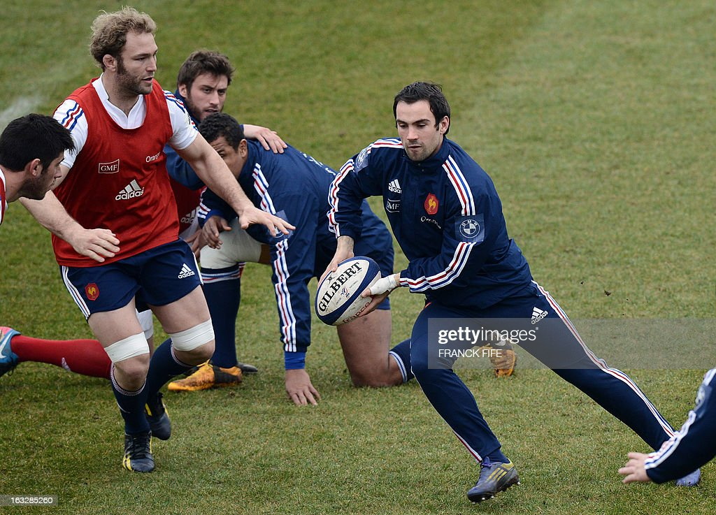 France's rugby union national team scrum half Morgan Parra passes a ball next to lock Antonie Claassen (L)during a training session on March 7, 2013 in Marcoussis, south of Paris, ahead of a 2013 Six Nations tournament match against Ireland on March 23 at Lansdowne Road. AFP PHOTO / FRANCK FIFE