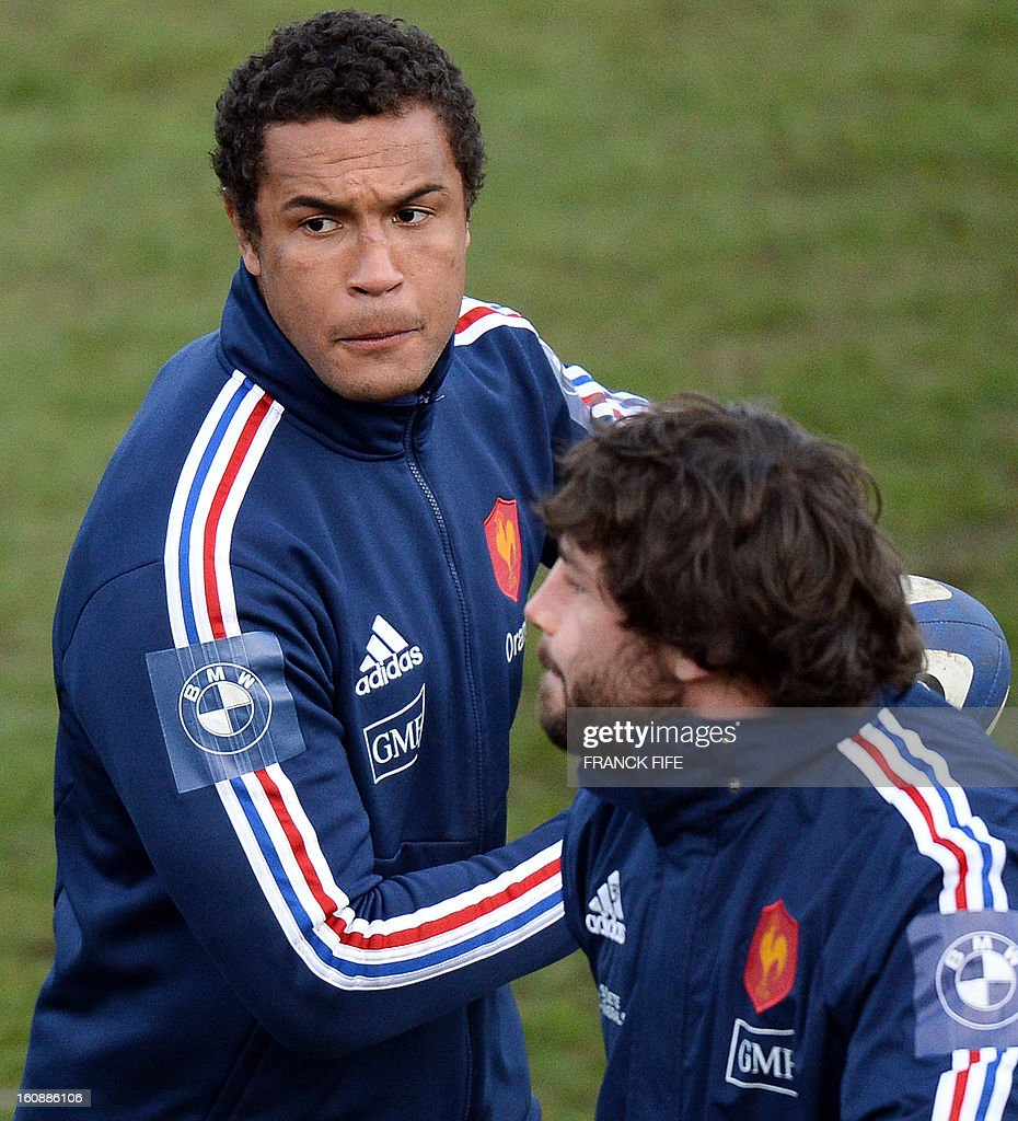 France's rugby union national team's captain Thierry Dusautoir (L) passes the ball during during a training session, on February 7, 2013 in Marcoussis, south of Paris, as part of the preparation of the Six Nations rugby union tournament. France will play Wales in their Six Nations' match on February 9, 2013 in Saint-Denis. AFP PHOTO / FRANCK FIFE