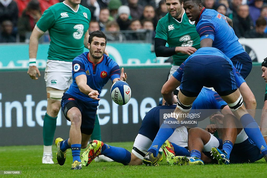 France's scrum-half Sebastien Bezy clears a ball during the Six Nations international rugby union match between France and Ireland at the Stade de France Stadium in Saint-Denis, north of Paris, on February 13, 2016. AFP PHOTO / THOMAS SAMSON / AFP / THOMAS SAMSON