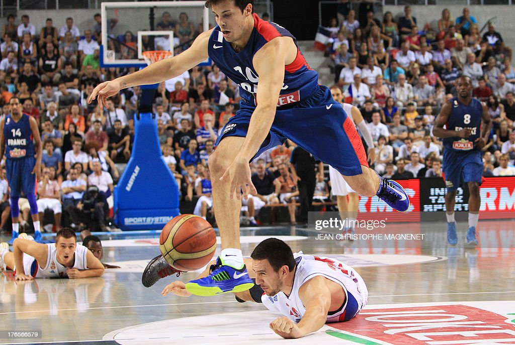 France's Thomas Heurtel controls the ball during a friendly basketball match between France and Serbia on August 15, 2013 in Antibes, southeastern France as part of the preparation for the 2013 EuroBasket in Slovenia. AFP PHOTO / JEAN CHRISTOPHE MAGNENET