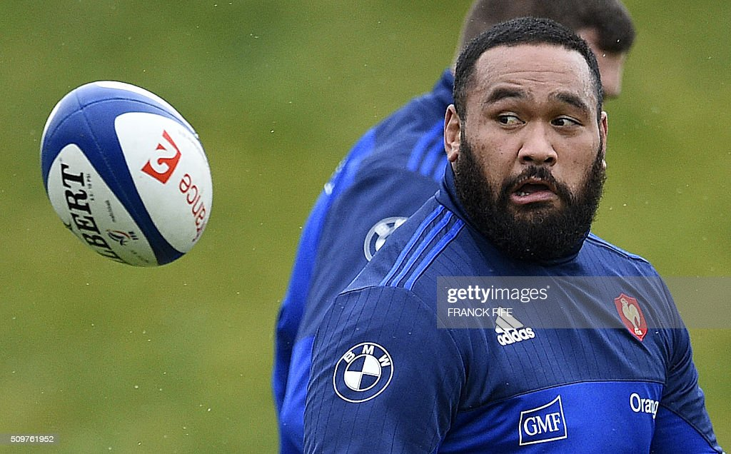 France's tight-head prop Uini Atonio eyes the ball during a training session in Marcoussis, south of Paris, on February 12, 2016 on the eve of their Rugby Union 6 Nations match against Ireland. / AFP / FRANCK FIFE