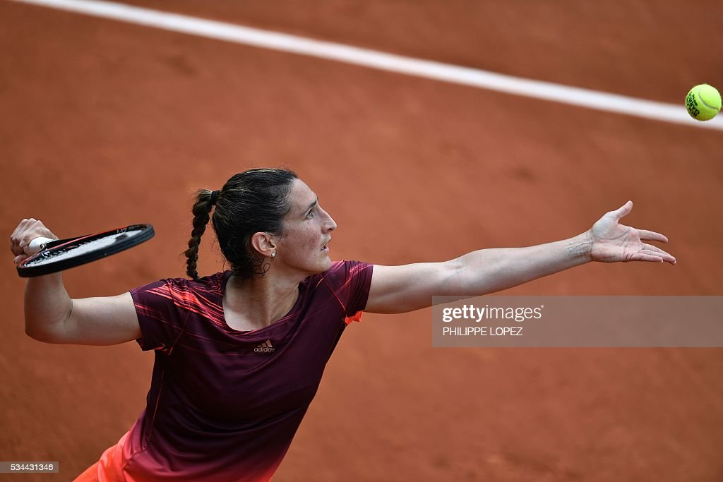 France's Virginie Razzano serves the ball to Russia's Darya Kasatkina during their women's second round match at the Roland Garros 2016 French Tennis Open in Paris on May 26, 2016. / AFP / PHILIPPE