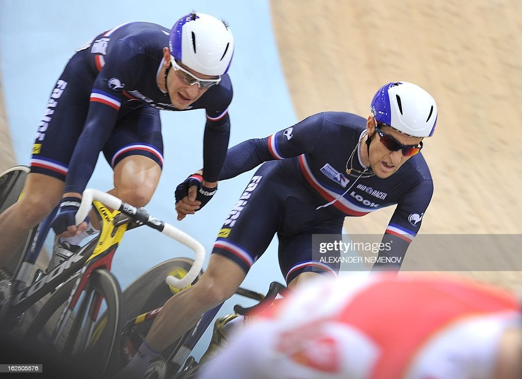 France's Vivien Brisse (L) and Morgan Kneisky relay on their way to win the gold medal of the Men's 50km Madison event of the UCI Track Cycling World Championships in Minsk on February 24, 2013. AFP PHOTO / ALEXANDER NEMENOV