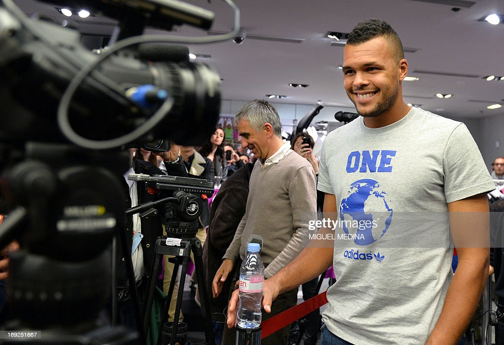 France's Wilfrid Tsonga (C) arrives to sign autographs at the Adidas sportswear store in Paris on May 22, 2013, two days ahead of the French Tennis Open tournament. AFP PHOTO MIGUEL MEDINA