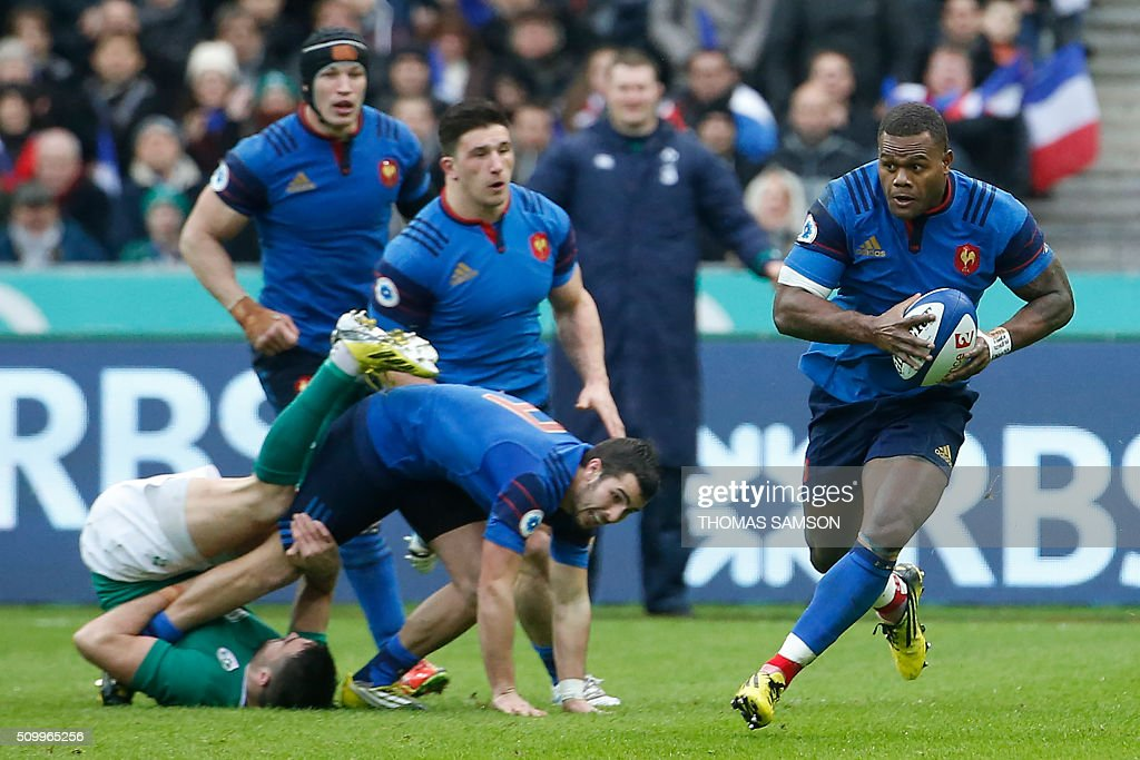 France's wing Virimi Vakatawa (R) runs with the ball during the Six Nations international rugby union match between France and Ireland at the Stade de France Stadium in Saint-Denis, north of Paris, on February 13, 2016. AFP PHOTO / THOMAS SAMSON / AFP / THOMAS SAMSON