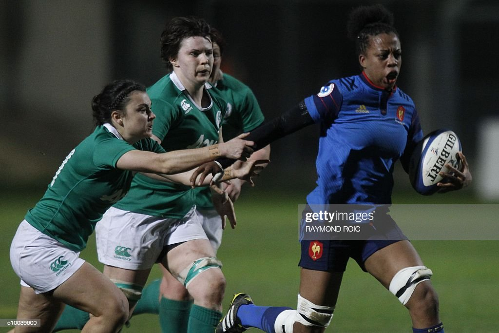 France's winger Romane Menager (R) runs with the ball during the Women's Six Nations rugby union match France vs Ireland, on February 13, 2016 in Perpignan. / AFP / RAYMOND ROIG