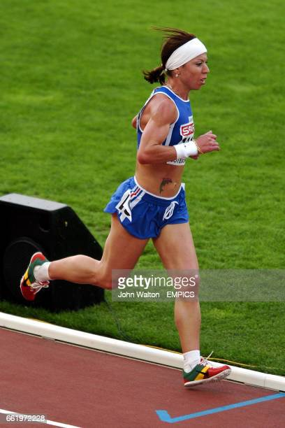 France's Zahia Dahmani competes in the 10000m