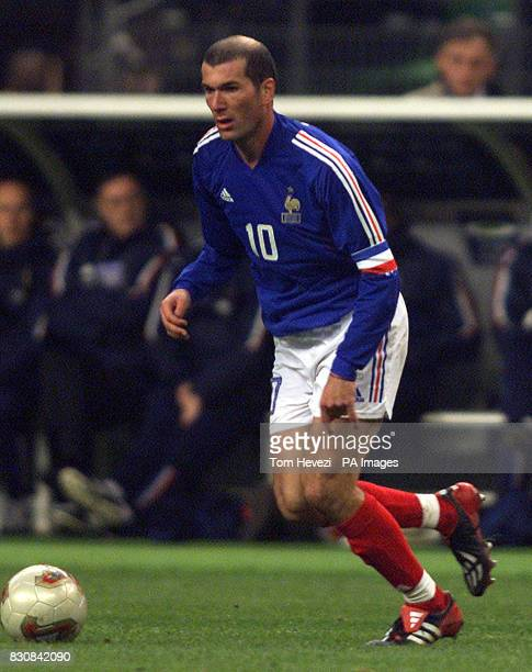 France's Zinedine Zidane in action during the international friendly match between France and Scotland at the Stade De France
