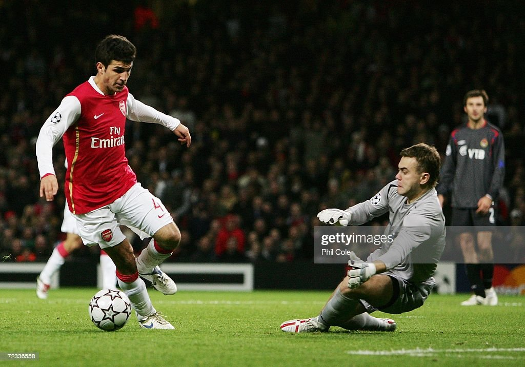 Francesc Fabregas (L) of Arsenal goes past Igor Akinfeev (R) the CSKA Moscow goalkeeper but his shot hits the side netting during the UEFA Champions League Group G match between Arsenal and CSKA Moscow at The Emirates Stadium on November 1, 2006 in London, England.